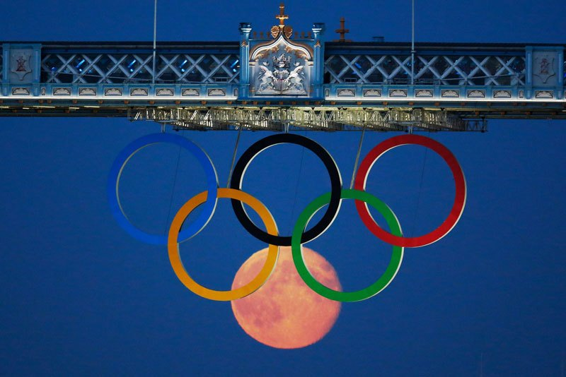 full moon olympic rings london bridge 2012 The 50 Most Perfectly Timed Photos Ever